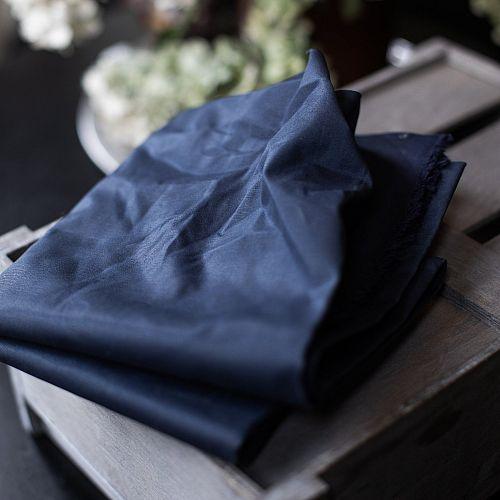 Dry Waxed Organic Cotton in navy von mind the MAKER