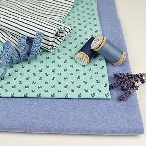 Bio Jersey Motiv Anchors von Stoffonkel in hellblau mit dunkelblauen Ankern
